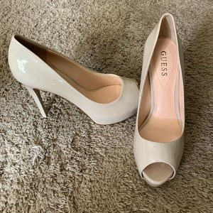 Guess Size 8 1/2